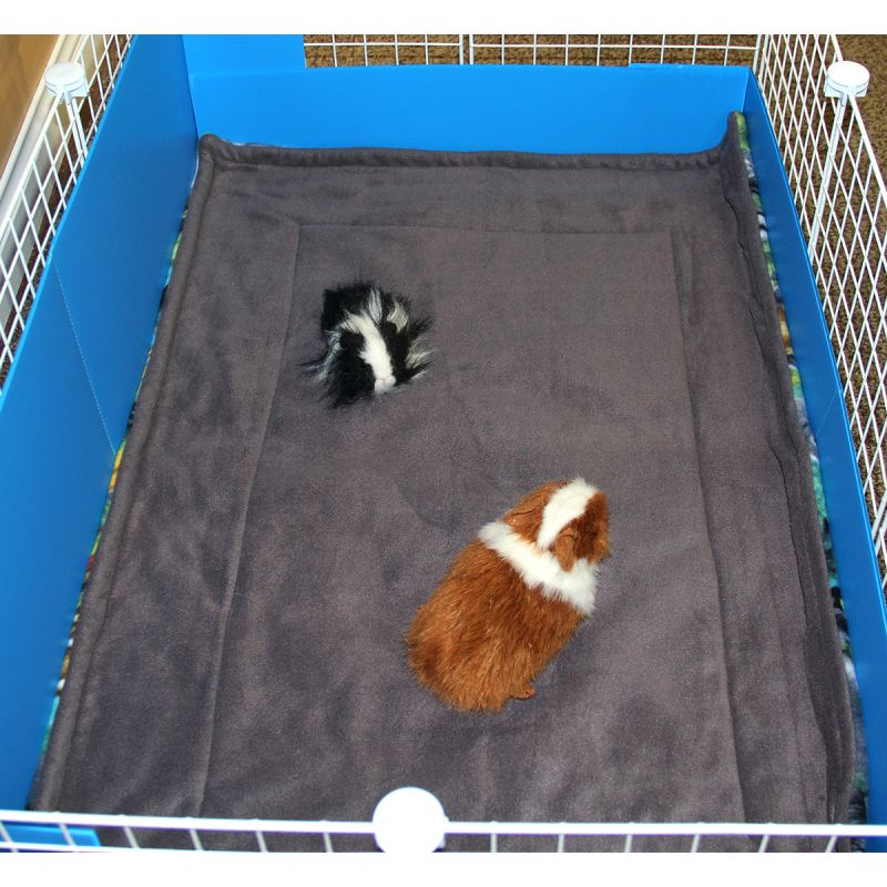 Cagetopia fleece cage liner for guinea pigs bedding for for Coroplast guinea pig cage for sale